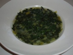 Mladá keľová polievka so žihlavou