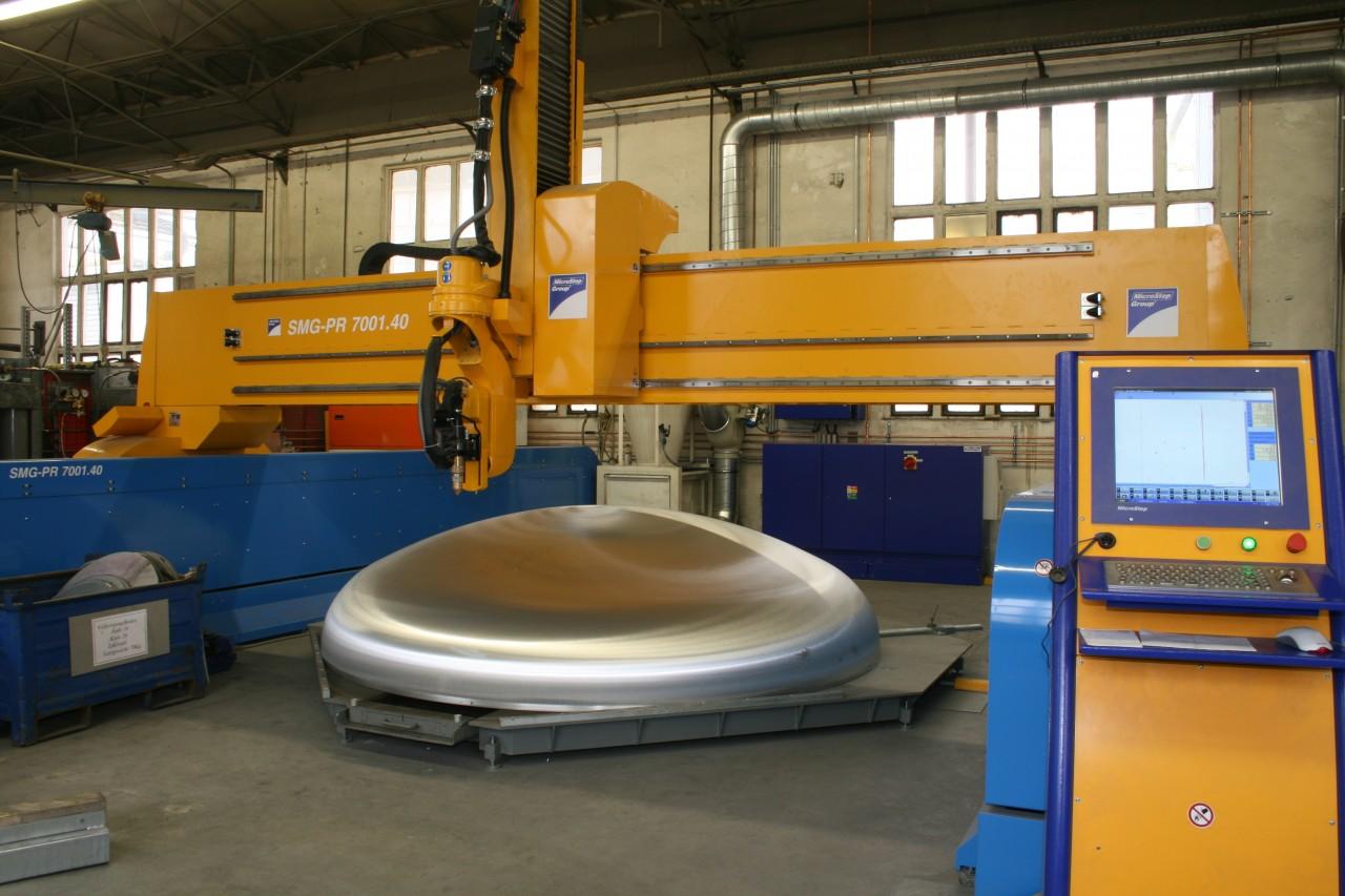 Špecializovaný stroj DRM na rezanie kopúl do priemeru 4 m.